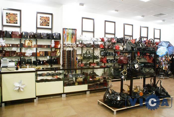 18b11bf92557 Как выбрать торговое оборудование для магазина сумок?