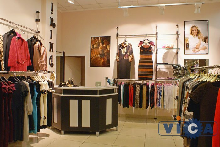 9e3a8b81169 Кассовая стойка прекрасно вписывается в интерьер магазина женской одежды.