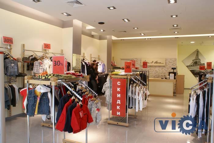 102206debf7 Торговое оборудование для магазина детской одежды должно быть достаточно  прочным и травмобезопасным. Ведь в этот