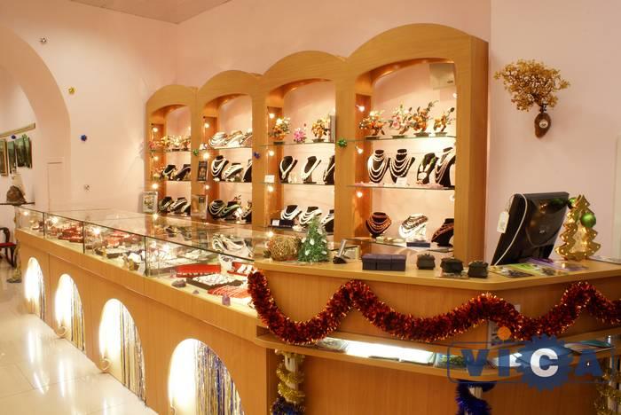 Мдм - торговое оборудование для магазинов одежды обуви
