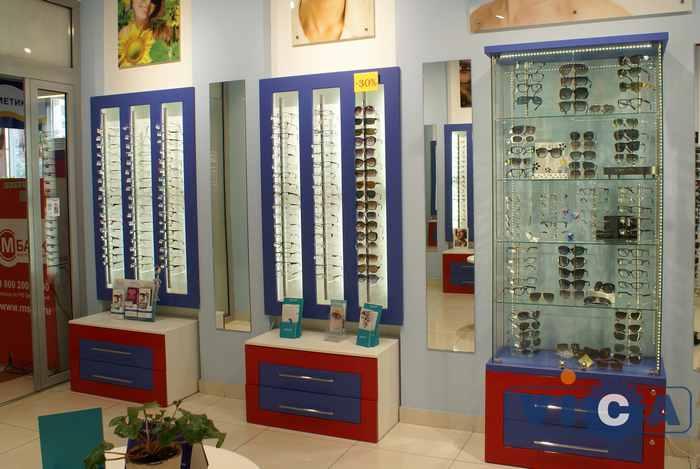Торговое оборудоание для салонов оптики