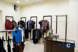 e056059660c 03 Оборудование для магазина детской одежды из Франции · 04 Оборудование  бутика женской одежды